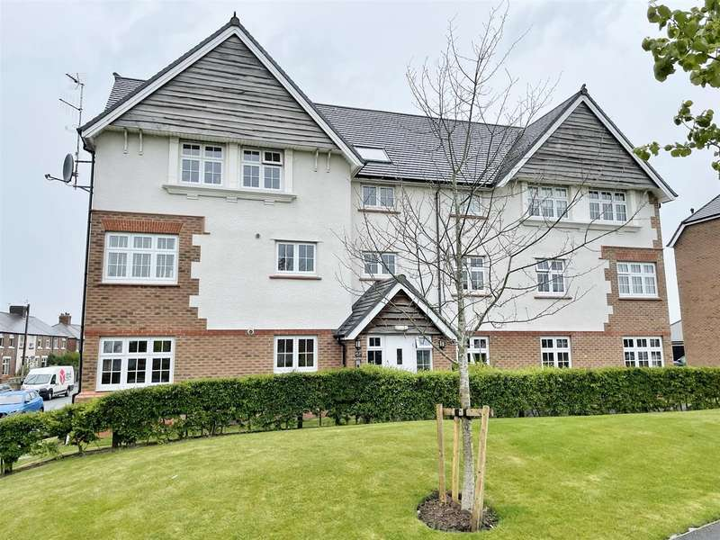 2 Bedrooms Flat for sale in Nile Close, Lytham