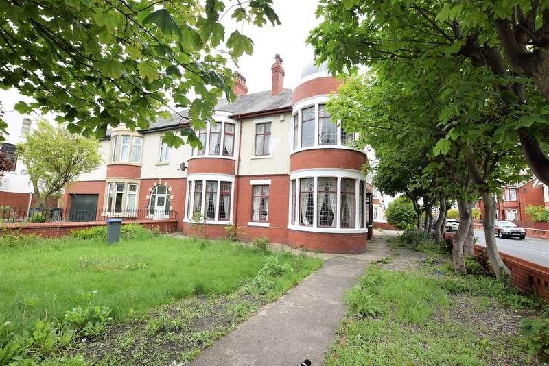 4 Bedrooms Semi Detached House for sale in Woodstock Gardens, Blackpool