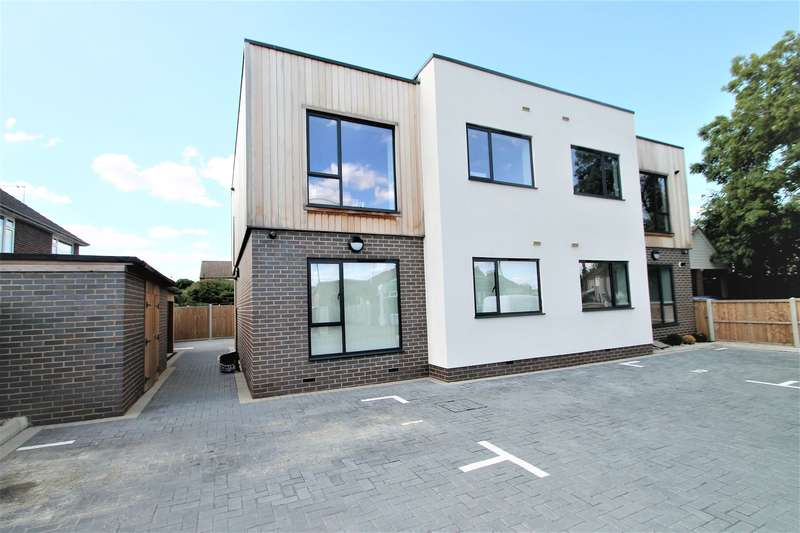 2 Bedrooms Apartment Flat for sale in Ashtree Court, 31 Fobbing Road, Thurrock, SS17