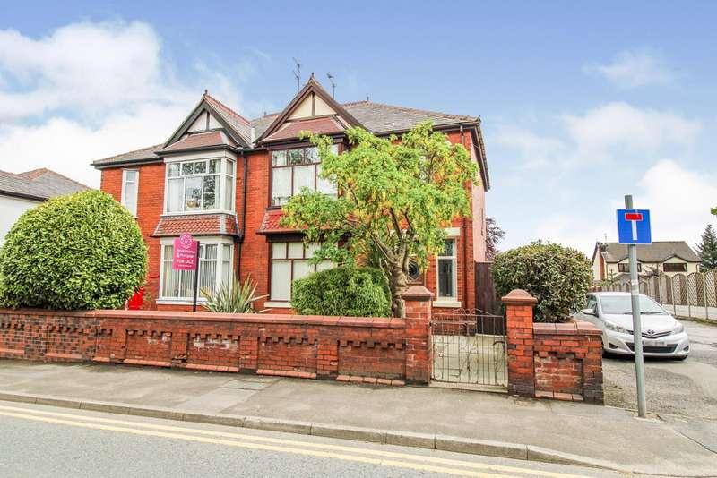 3 Bedrooms Semi Detached House for sale in Manchester Road, Hopwood, Heywood, OL10 2NN
