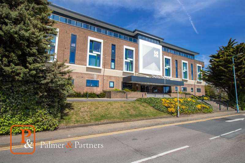 2 Bedrooms Apartment Flat for sale in Station Square, Bergholt Road, Colchester, CO4