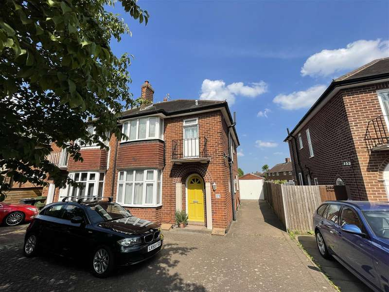 2 Bedrooms Semi Detached House for sale in Park Road, Loughborough, LE11 2HH - Two Self Contained Flats