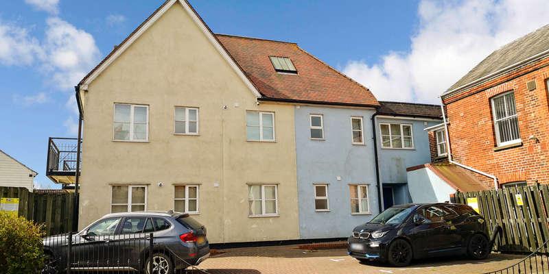 2 Bedrooms Flat for sale in Bellingham Place, Kelvedon