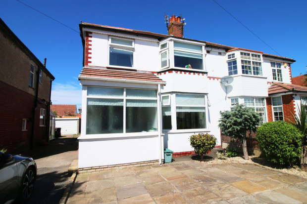 3 Bedrooms Semi Detached House for sale in Lincoln Avenue, Thornton-Cleveleys, FY5