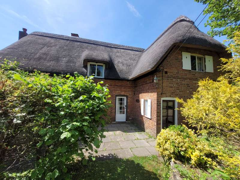 3 Bedrooms Cottage House for sale in Manor Lane, Bredons, Norton, Tewkesbury