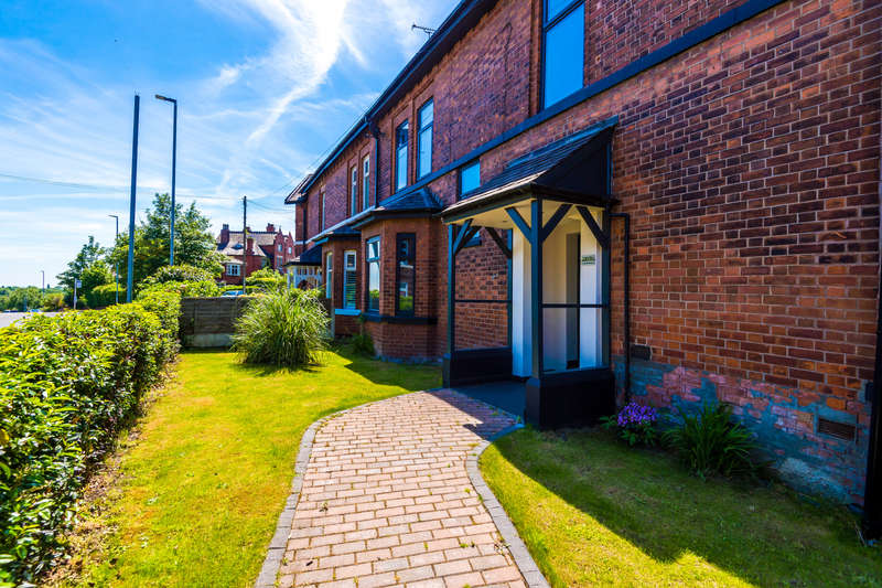 4 Bedrooms Semi Detached House for sale in Heywood Road, Prestwich, Manchester M25