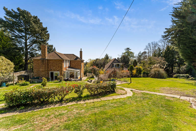 4 Bedrooms Detached House for sale in Debden Green, Loughton