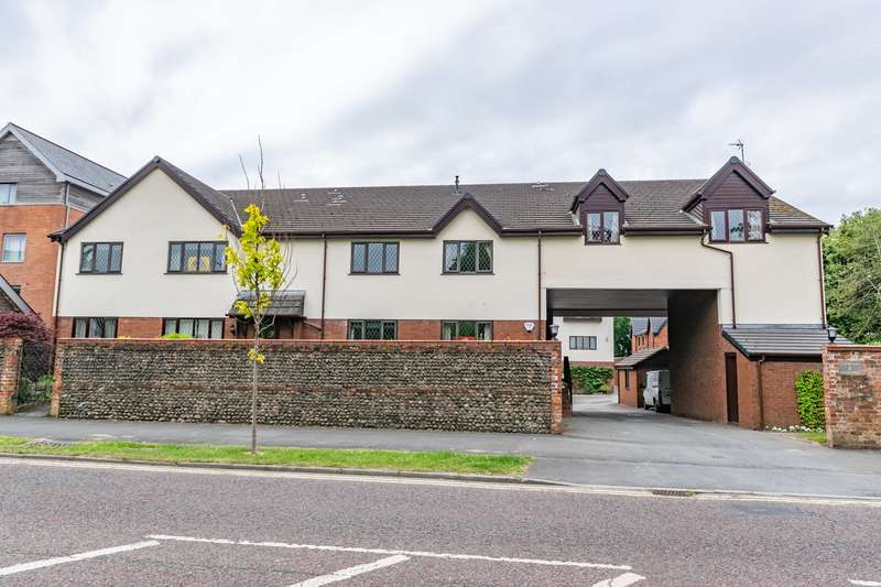 2 Bedrooms Apartment Flat for sale in Clifton Drive, Lytham , FY8