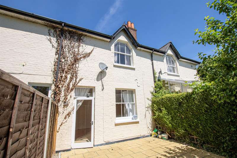 2 Bedrooms Terraced House for sale in Lawn Cottages, Horton Road, Datchet