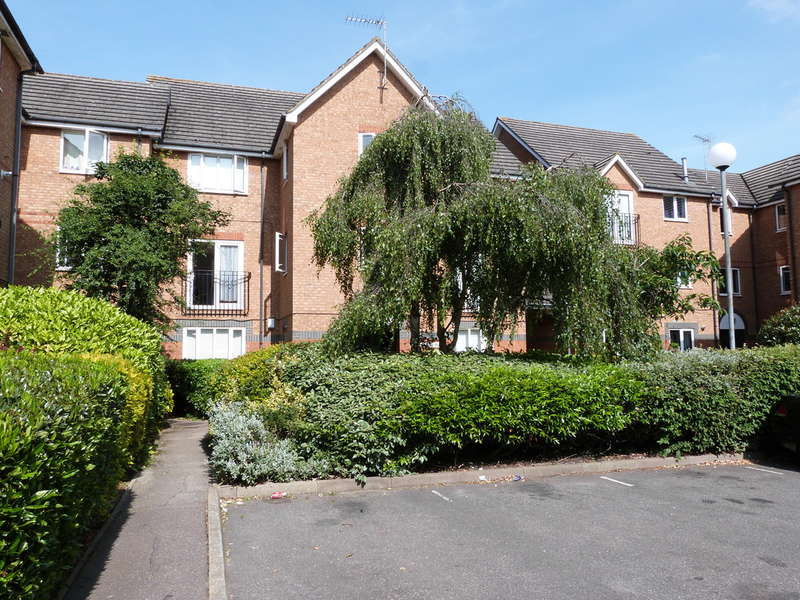 2 Bedrooms Flat for sale in Farthingale Court, Peregrin Road