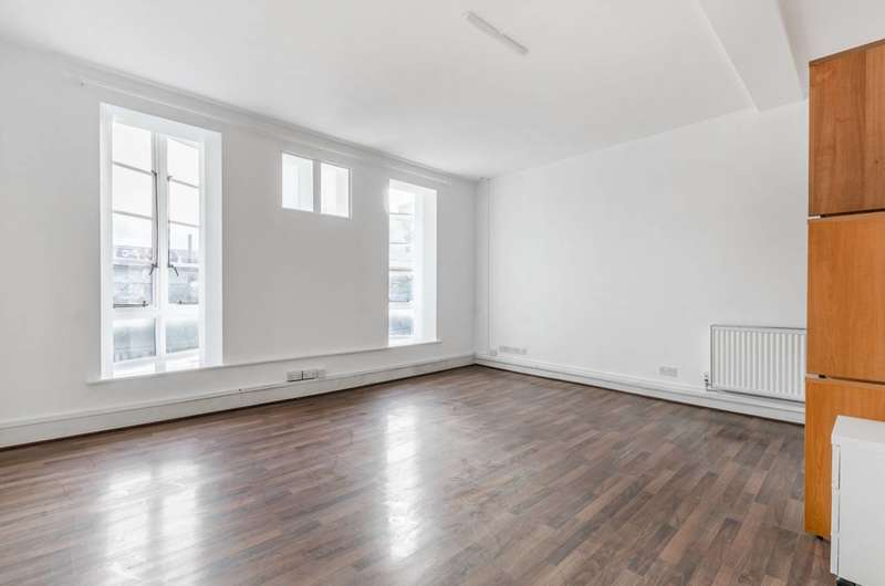 3 Bedrooms Flat for rent in Tunstall Road, Brixton, SW9