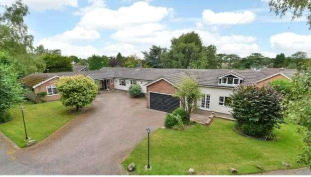 6 Bedrooms Bungalow for sale in Hall Drive, Burton-on-the-Wolds, Loughborough