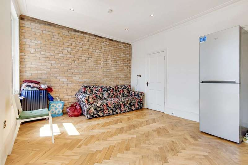 3 Bedrooms Flat for sale in Northbrook Road, Ilford, IG1