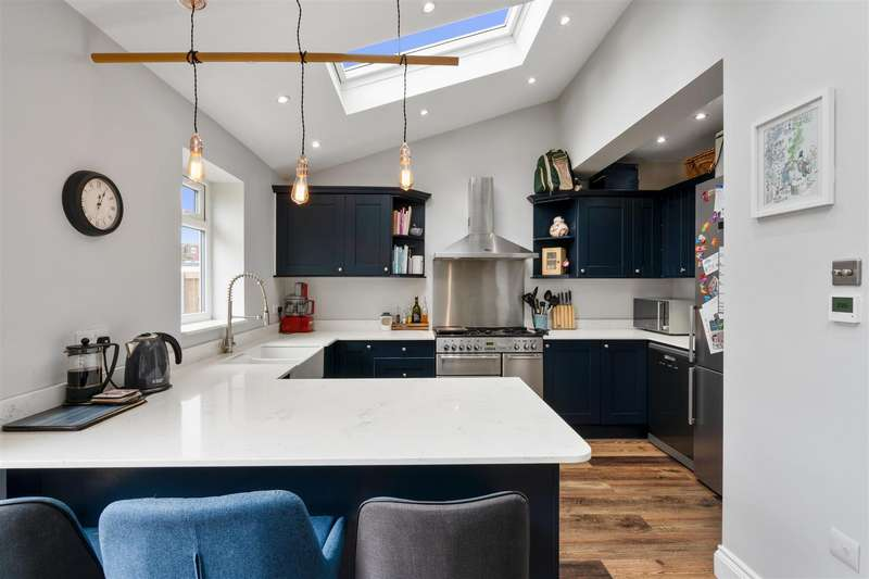 4 Bedrooms Semi Detached House for sale in Taunton Avenue, West Wimbledon