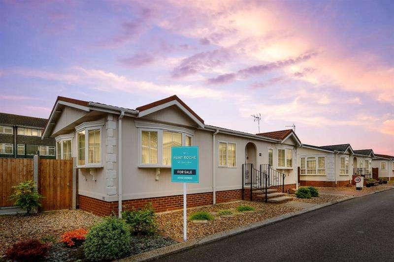 2 Bedrooms Retirement Property for sale in East Beach Park, Tingdene Park Homes, Shoeburyness, Essex, SS3