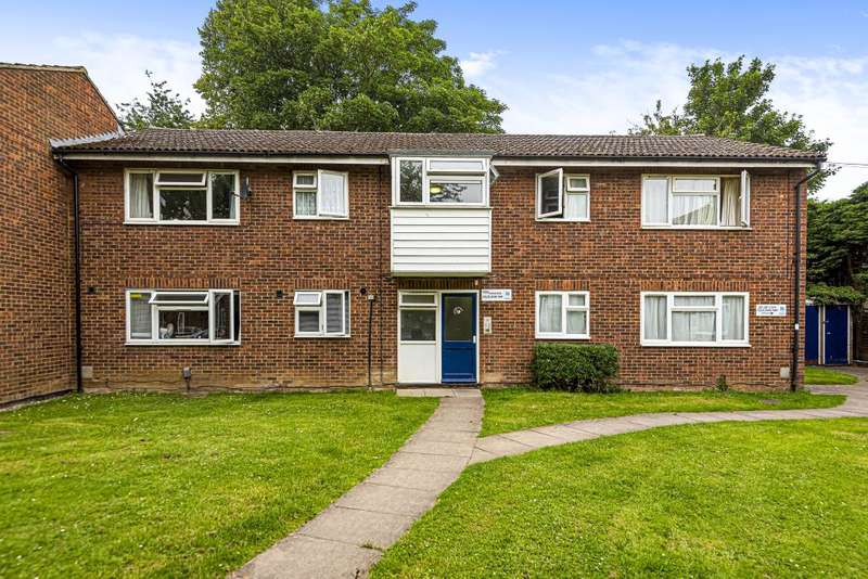 1 Bedroom Flat for sale in White Waltham, Berkshire, SL6