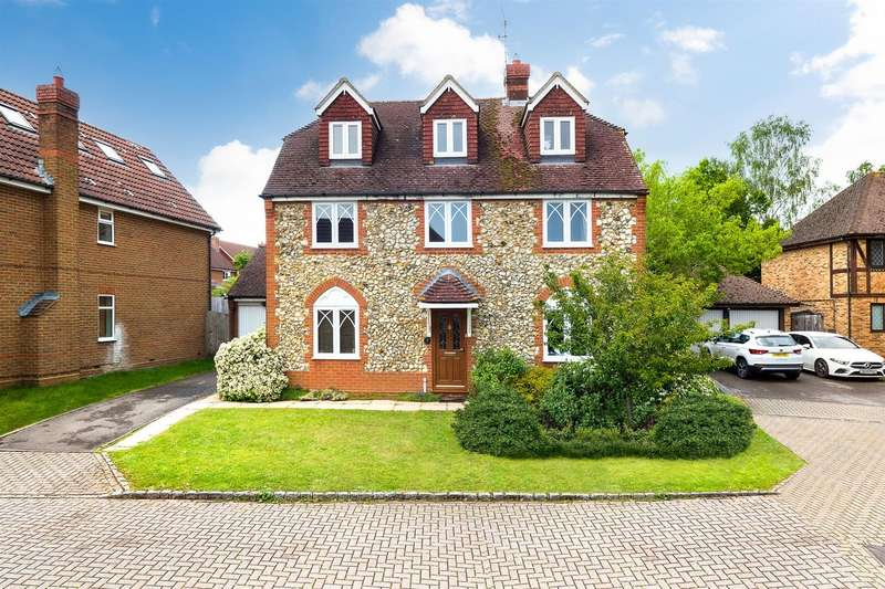 5 Bedrooms Detached House for sale in Buttercup Close, Wokingham