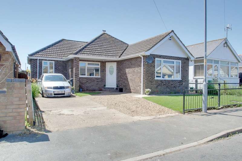 3 Bedrooms Detached Bungalow for sale in Rosemary Way, Jaywick, Clacton-On-Sea