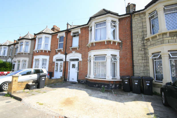 3 Bedrooms Terraced House for sale in Betchworth Road, Ilford, IG3