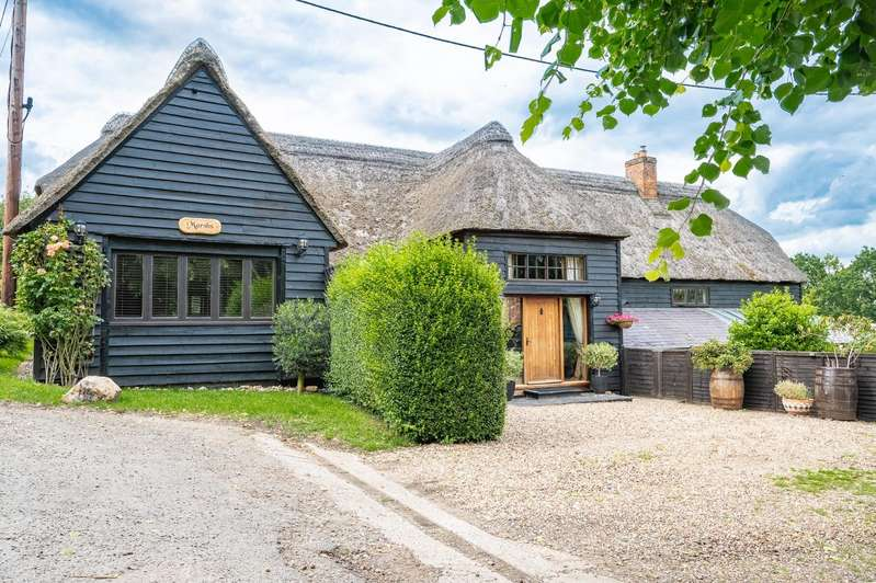 5 Bedrooms Detached House for sale in Cherry Street, Duton Hill, Dunmow
