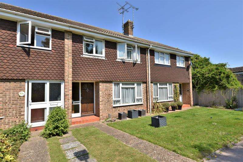 3 Bedrooms Terraced House for sale in Kingfisher Close, Shoeburyness, Essex, SS3