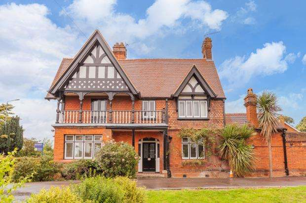 3 Bedrooms End Of Terrace House for sale in Straight Road, Old Windsor, Windsor