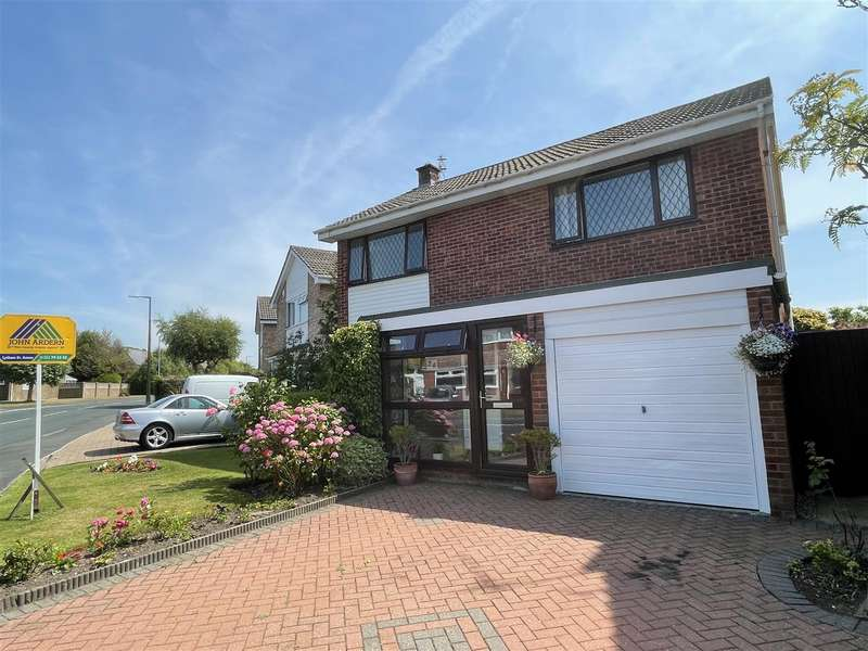 4 Bedrooms Detached House for sale in Forest Drive, Lytham