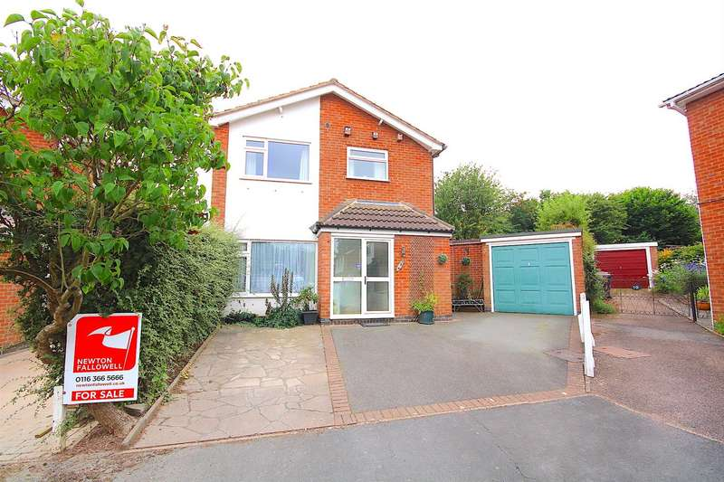 3 Bedrooms Detached House for sale in Farm Close, Birstall