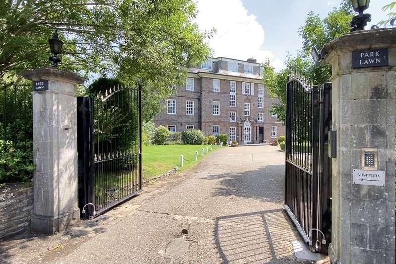 3 Bedrooms Flat for sale in Park Lawn, Farnham Royal, SL2