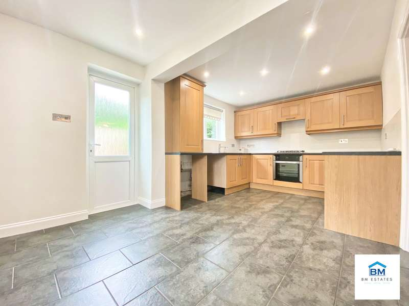3 Bedrooms Semi Detached House for rent in Flatholme Road, Leicester, LE5