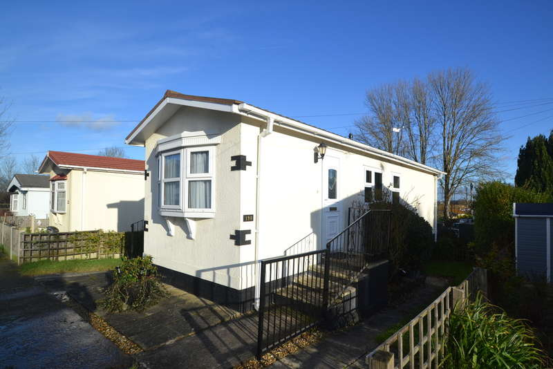 1 Bedroom Park Home Mobile Home for sale in Cummings Hall Lane, Noak Hill