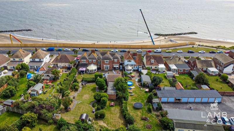 3 Bedrooms Detached House for sale in Kings Parade, Holland-On-Sea
