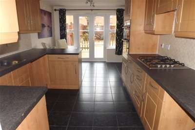 3 Bedrooms Semi Detached House for rent in Staples Drive, Coalville