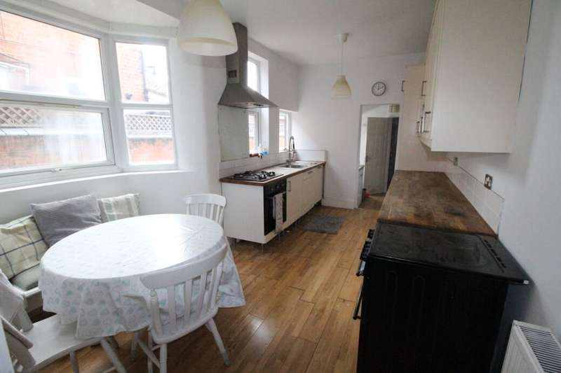 6 Bedrooms Terraced House for rent in Upperton Road, Leicester, LE3