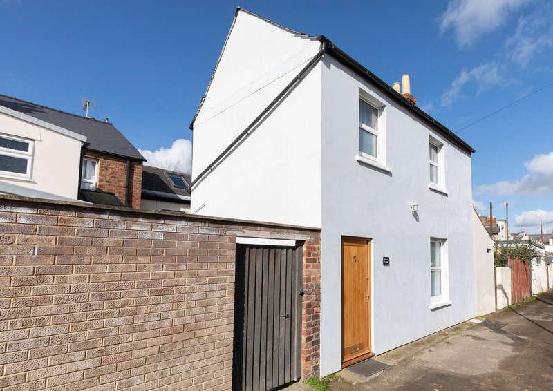 2 Bedrooms Detached House for sale in Albert Lane, Cheltenham GL50 4JB