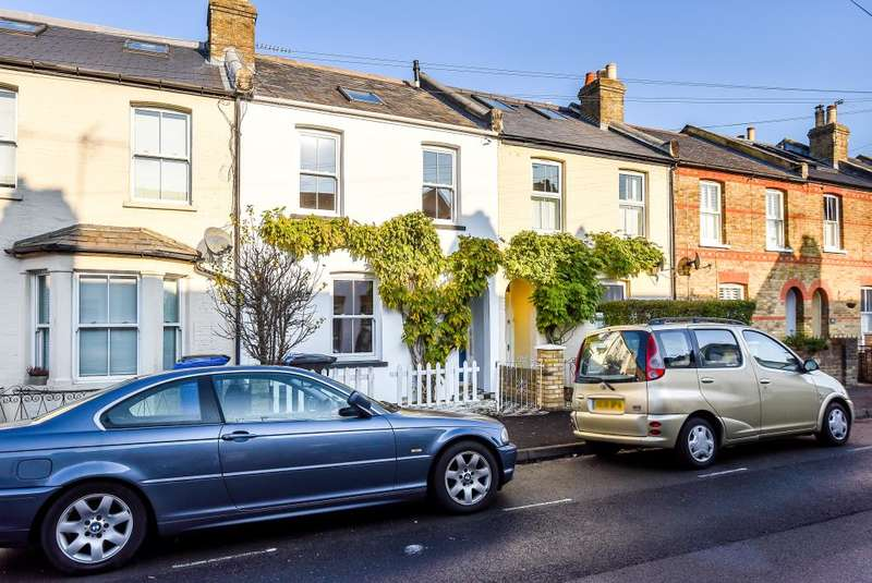 2 Bedrooms Terraced House for sale in Windsor, Berkshire, SL4