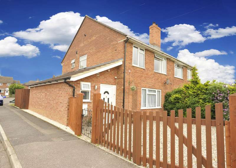 3 Bedrooms Semi Detached House for sale in Kiln Road Newbury
