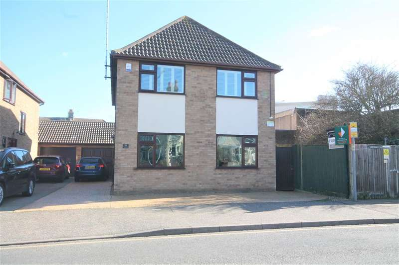 4 Bedrooms Detached House for sale in Wash Lane, Clacton on Sea