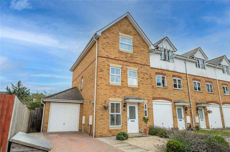 4 Bedrooms End Of Terrace House for sale in Grovelands, Seaforth Grove, Southend-on-Sea, SS2