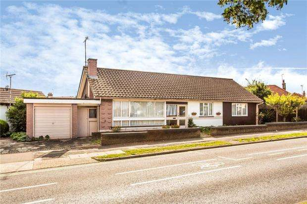 3 Bedrooms Detached Bungalow for sale in Prittlewell Chase, Westcliff-on-Sea, Essex