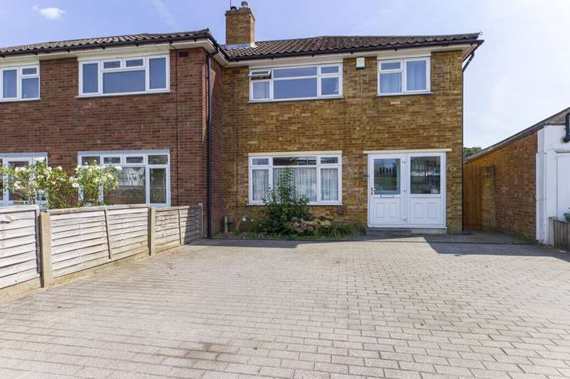 3 Bedrooms Terraced House for sale in Eastern Avenue East, Romford, RM1