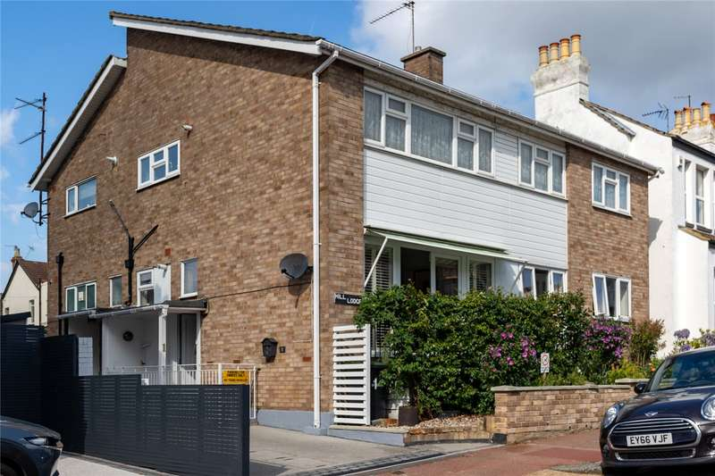 2 Bedrooms Maisonette Flat for sale in Cliff Road, Leigh-on-Sea, SS9