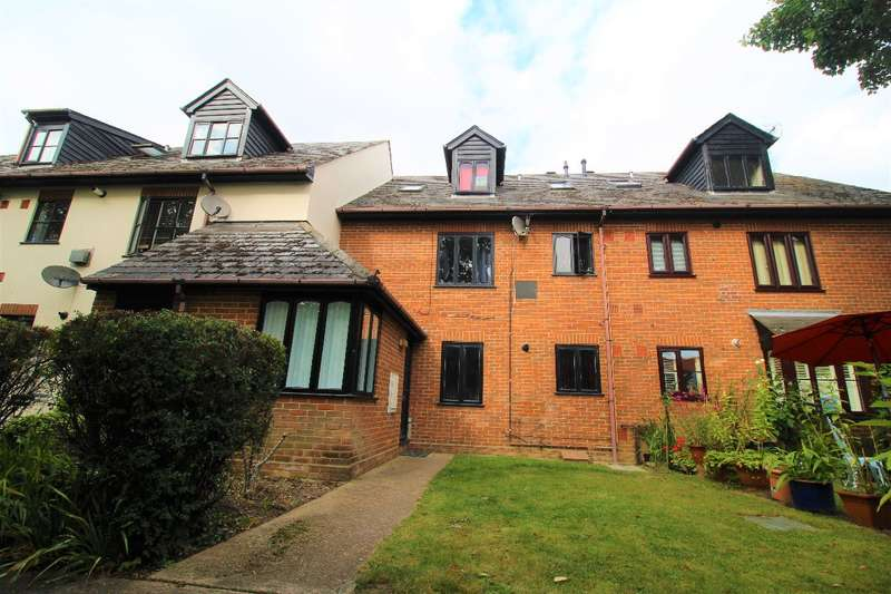2 Bedrooms Apartment Flat for rent in Oxford Place, High Street, Earls Colne, Colchester