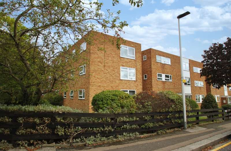 2 Bedrooms Ground Flat for sale in Glengall Road, Woodford Green