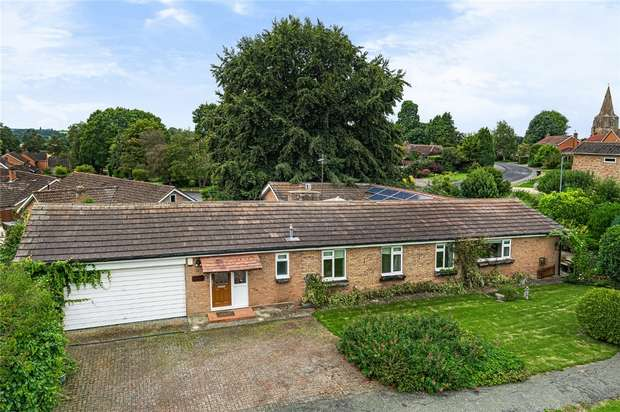 4 Bedrooms Detached Bungalow for sale in The Bury, Pavenham, Bedford