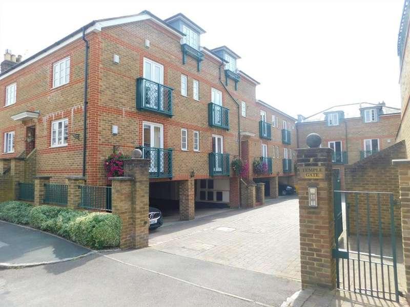2 Bedrooms Flat for sale in Temple Gate, Windsor, SL4 1HA