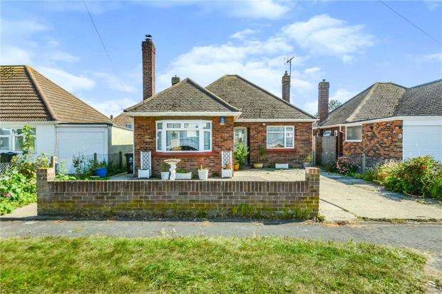 2 Bedrooms Detached Bungalow for sale in Crown Road, Clacton-on-Sea, Essex