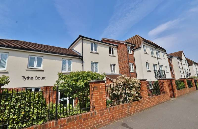 2 Bedrooms Flat for sale in Tythe Court, White Hart Lane, Romford, RM7