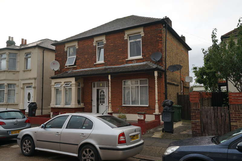 5 Bedrooms Detached House for sale in Whalebone Grove,Romford,Essex,RM6