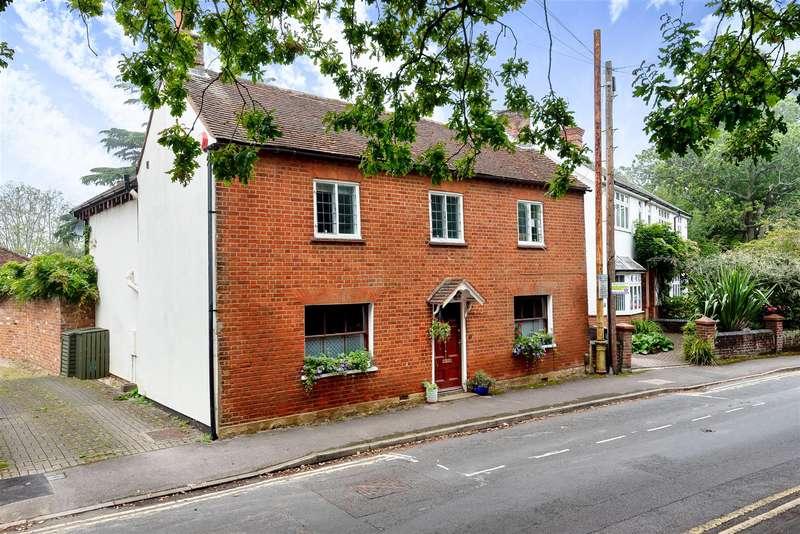 3 Bedrooms Detached House for sale in Milton Road, Wokingham, Berkshire, RG40 1DB